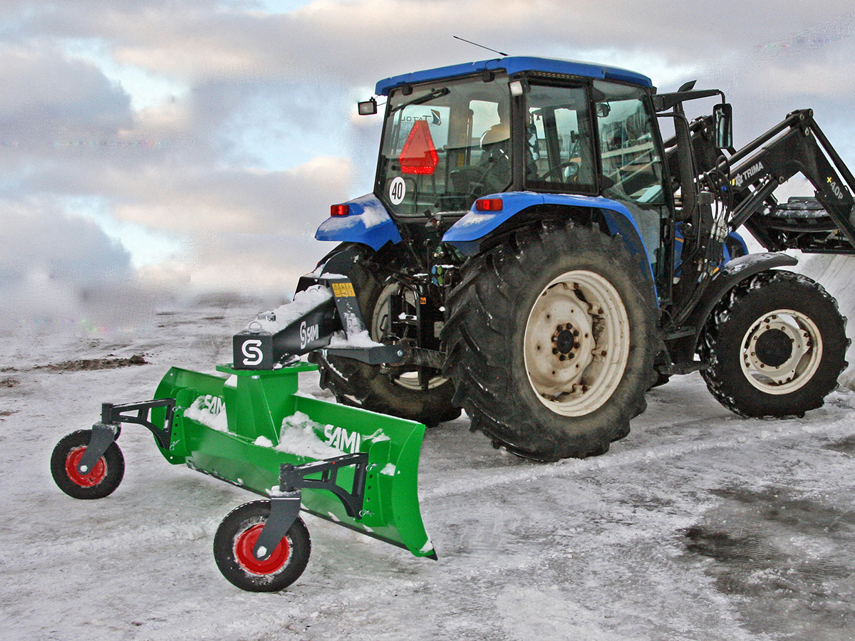 Sami schaktblad med traktor